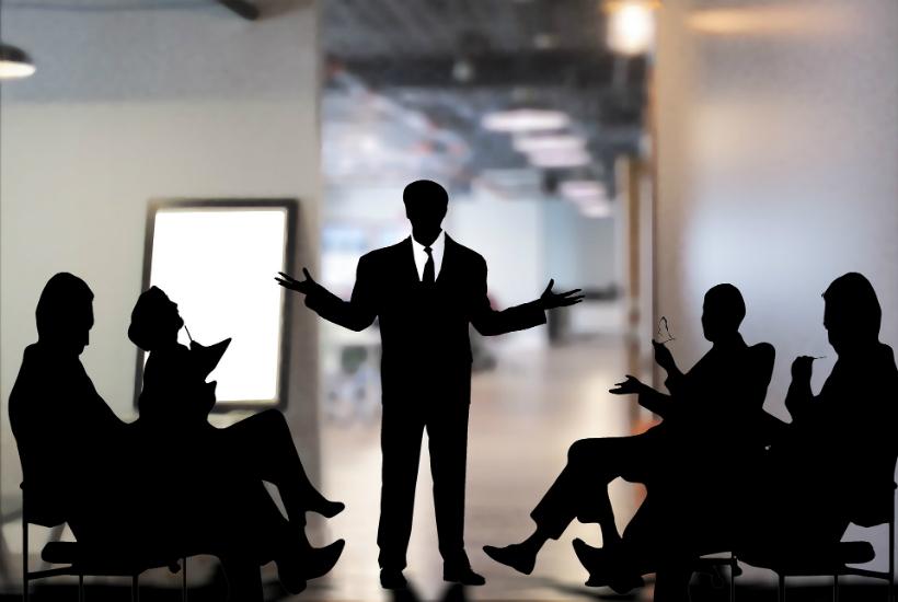 Balayez la peur de parler en public avec cette technique puissante de PNL
